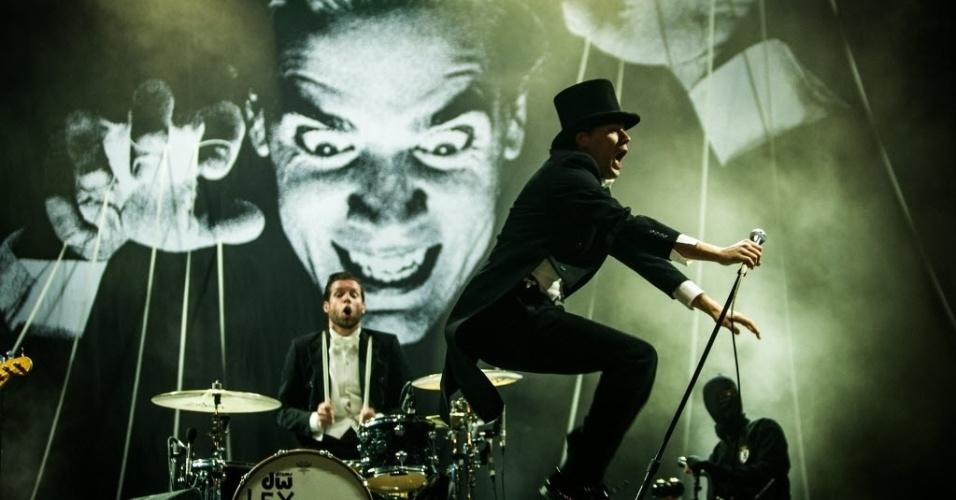 31.mar.2013 - The Hives se apresenta no palco Cidade Jardim no terceiro e último dia do Lollapalooza Brasil 2013