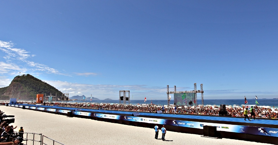 31.mar.2013 - Vista geral da pista montada na praia de Copacabana, no Rio de Janeiro, para o desafio com Usain Bolt