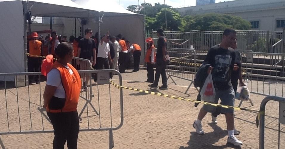 31.mar.2013: Portões do Jockey Club abriram às 10h40, uma hora mais cedo do que nos outros dias. Público de hoje formou a maior fila dos três dias de festival