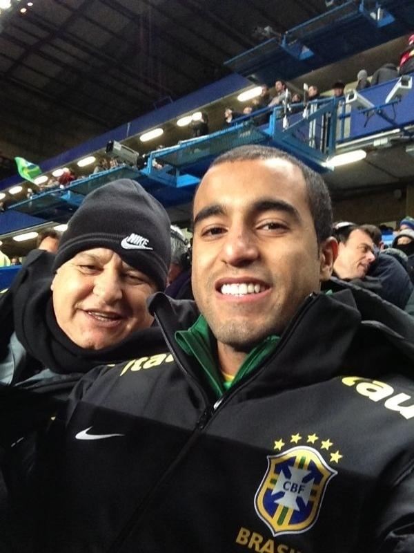 Luis Rosan com Lucas acompanhando a seleção brasileira em Londres