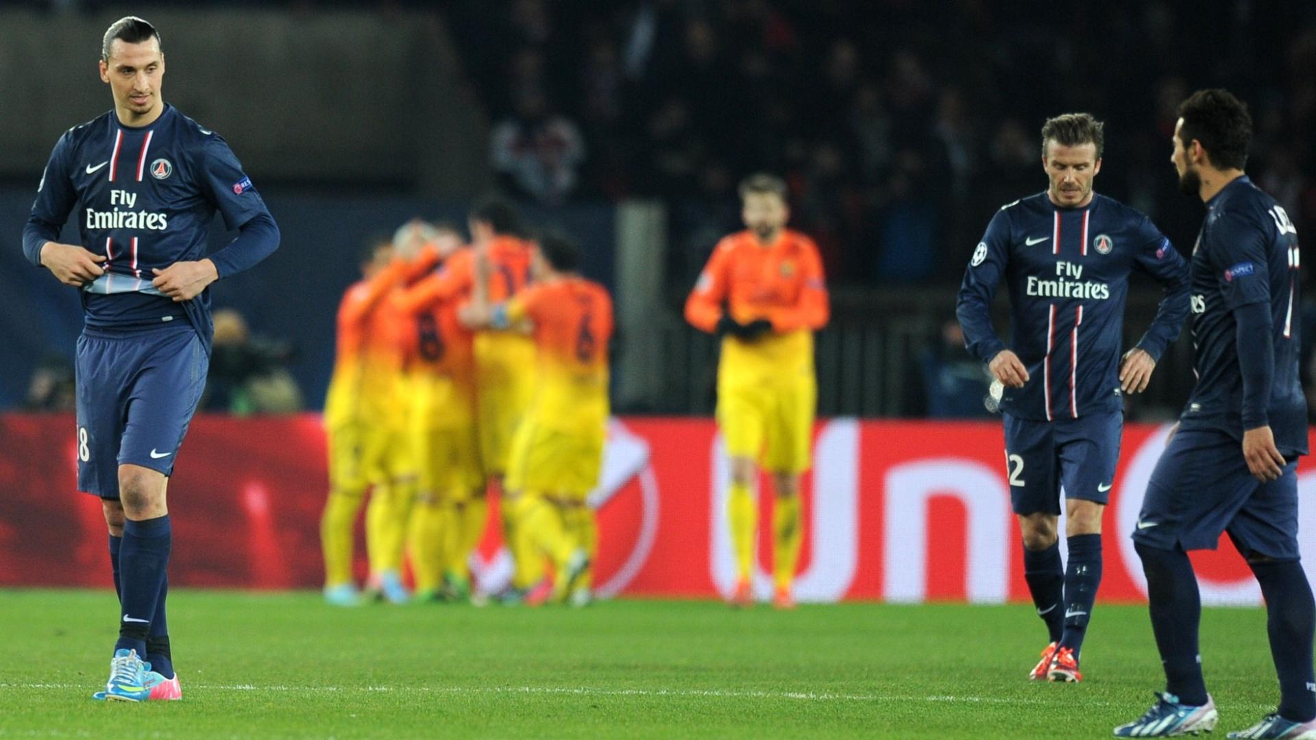 02.abr.2013- Enquanto Ibrahimovic e Beckham lamentam, jogadores do Barcelona comemoram gol de Messi na partida contra o PSG pelas quartas da Liga dos Campeões