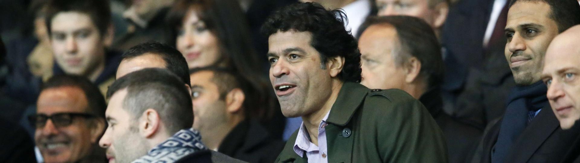 02.abr.2013- Ex-jogador de futebol brasileiro, Raí acompanha o jogo entre Barcelona e PSG nas arquibancadas do Parc des Princes, em Paris