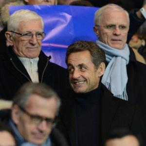 Ex-presidente francês, Nicolas Sarkozy assite ao jogo entre Barcelona e PSG nas arquibancadas do Parc des Princes, em Paris