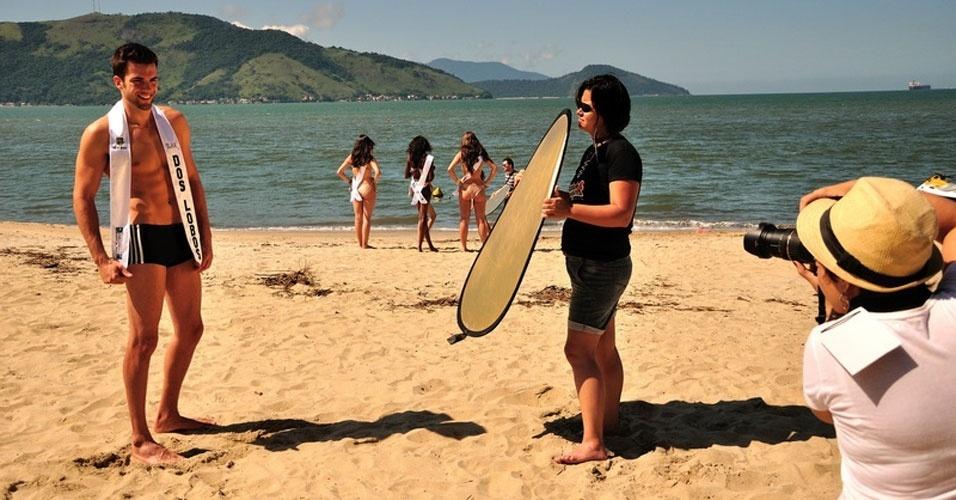 1º.abr.2013 - Candidatos a Mister Brasil 2013 posam para fotos oficiais na praia em frente ao Portobello Resort e Safari, em Mangaratiba