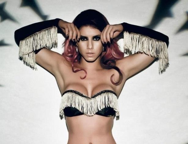 2.abr.2013 - A ex-panicat Thaís Bianca fez ensaio para uma campanha de lingerie