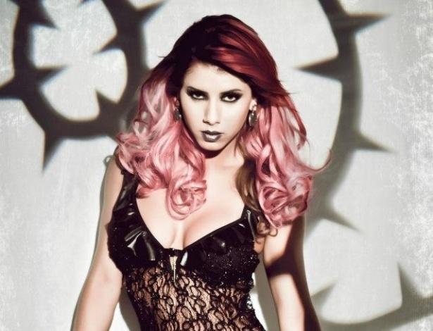 2.abr.2013 - A panicat Thaís Bianca fez ensaio para uma campanha de lingerie