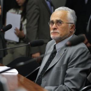 Condenado no julgamento do mensalão a 6 anos e 11 meses de prisão em regime semiaberto por corrupção ativa e formação de quadrilha, o deputado José Genoino (PT-SP) pediu aposentadoria por invalidez