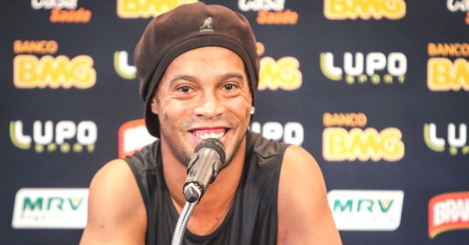 Ronaldinho Gacho, do Atltico-MG concede entrevista coletiva na Cidade do Galo (2/4/2013)