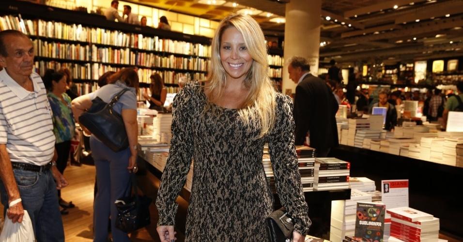 "3.abr.2013 -  Danielle Winits comparece ao lançamento de ""Juntos Para Sempre"", romance de Walcyr Carrasco"