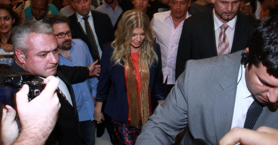 3.abr.2013 - Fergie chega para coquetel em loja de grife em shopping no Rio de Janeiro