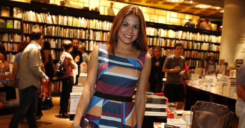 """3.abr.2013 - Nívea Stelmann prestigia lançamento do novo livro de Walcyr Carrasco, """"Juntos Para Sempre"""""""