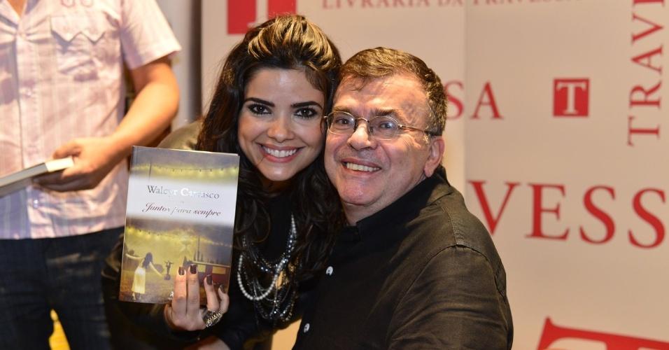 3.abr.2013 - Vanessa Giácomo posa ao lado de Walcyr Carrasco