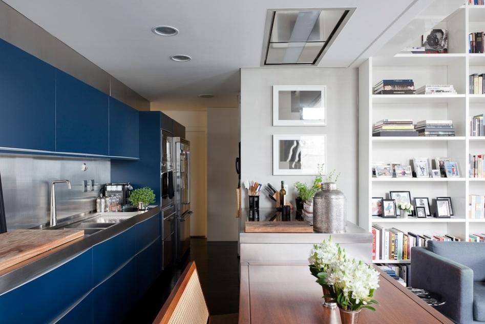 decoracao cozinha loft:Além dos armários executados pela Brinna, a cozinha possui balcão