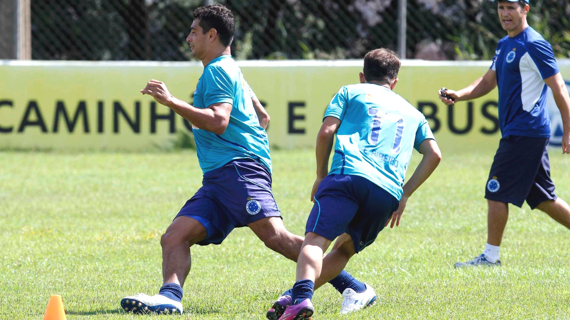 Diego Souza e Everton Ribeiro participam de treino do Cruzeiro na Toca da Raposa II (2/4/2013)