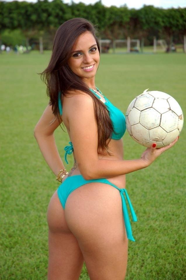 Larissa Lacerda está na briga para representar o Goiás no Belas da Torcida 2013
