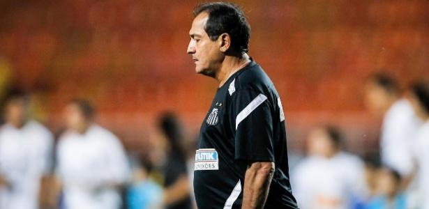 Muricy entra em campo no Pacaembu para liderar o Santos contra o São Caetano