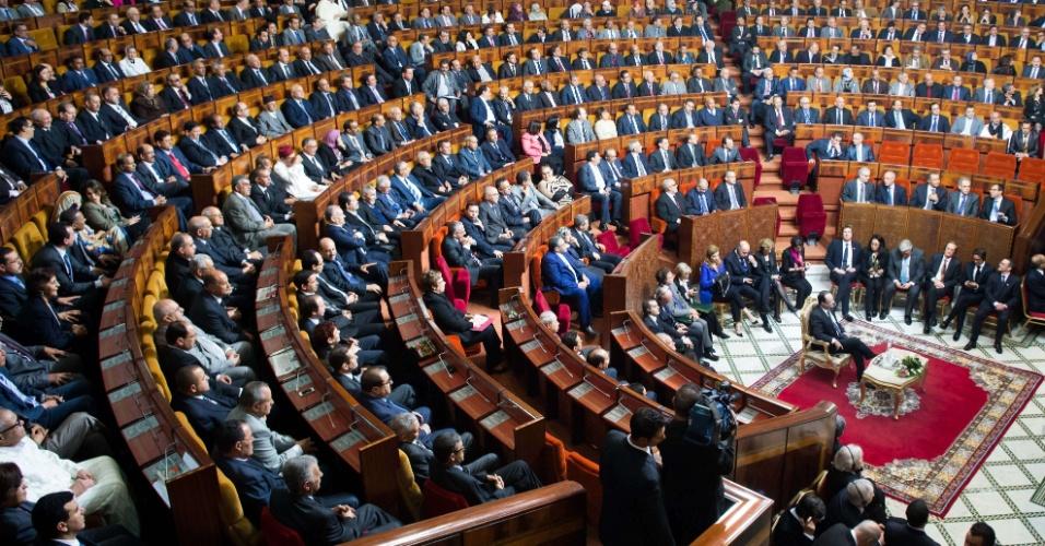 4.abr.2013 - O presidente francês, François Hollande, faz discurso no Parlamento marroquino em Rabat, nesta quinta-feira (4), em seu segundo dia de visita ao país