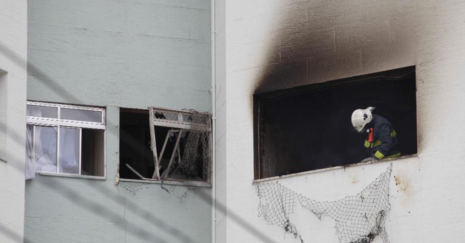 4.abr.2013 - Uma explosão ocorreu em um apartamento do quinto andar de um edifício na rua Filipinas, no Alto da Lapa, zona oeste da capital paulista, por volta das 12h desta quinta-feira (4). Duas vítimas foram encaminhadas ao Hospital das Clínicas (HC). A teceira foi levada para o pronto-socorro da Lapa
