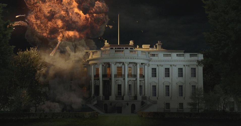 """Cena de """"Invasão à Casa Branca"""", filme estrelado por Morgan Freeman, Gerard Butler e Aaron Eckhart. O longa mostra um ataque terrorista ao principal símbolo do poder norte-americano: a Casa Branca, sede do poder executivo do país. Lá os terroristas sequestram o presidente, interpretado por Freeman. Um ex-agente do serviço secreto é escalado para resgatá-lo"""