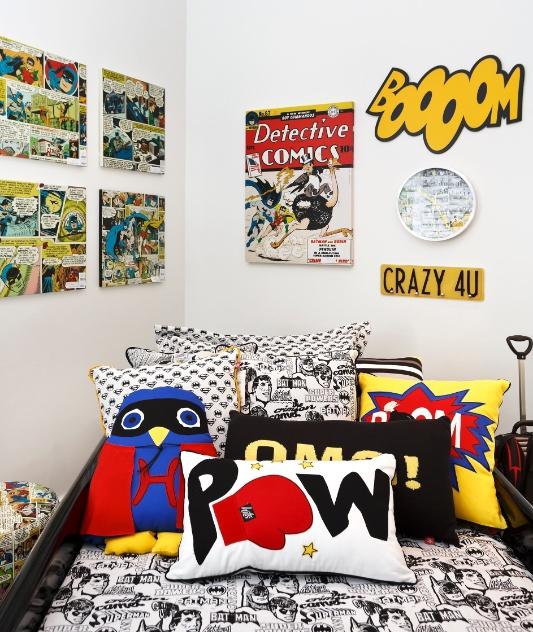 Para os aficionados pelo universo dos quadrinhos, que tal compor uma parede com telas que retratam as histórias dos super-heróis? O quatro Heroes, assinado por Adriana Coelho e Ana Claudia Camargo, foi decorado com os produtos da Hits