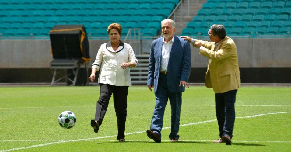 05.abr.2013 - A presidente Dilma Rousseff deu o pontapé inicial da Arena Fonte Nova, inaugurada nesta sexta-feira