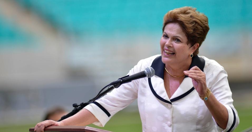 05.abr.2013 - Dilma Rousseff durante discurso na Arena Fonte Nova, estádio inaugurado na manhã desta sexta-feira