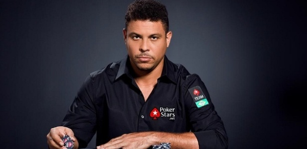 05.abril.2013 - Ronaldo como garoto-propaganda da Pokerstars