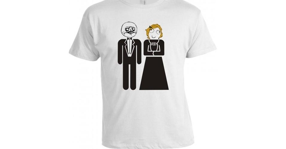 Essa estampa bizarra mostra o casamento de dois memes: Me Gusta com Derpina. Da Camiseta Criativa, R$ 36,90