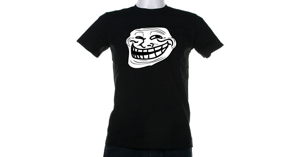 O cl&#225;ssico meme do Troll Face est&#225; nessa camiseta da StirTheatreTshirts, vendida na loja online Etsy. Custa US$ 16 (R$ 32)