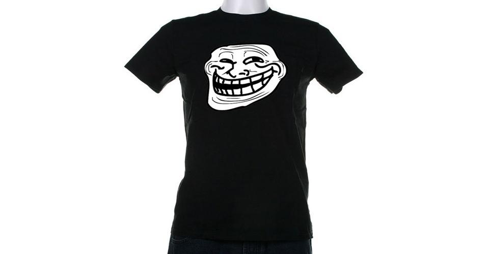 O clássico meme do Troll Face está nessa camiseta da StirTheatreTshirts, vendida na loja online Etsy. Custa US$ 16 (R$ 32)