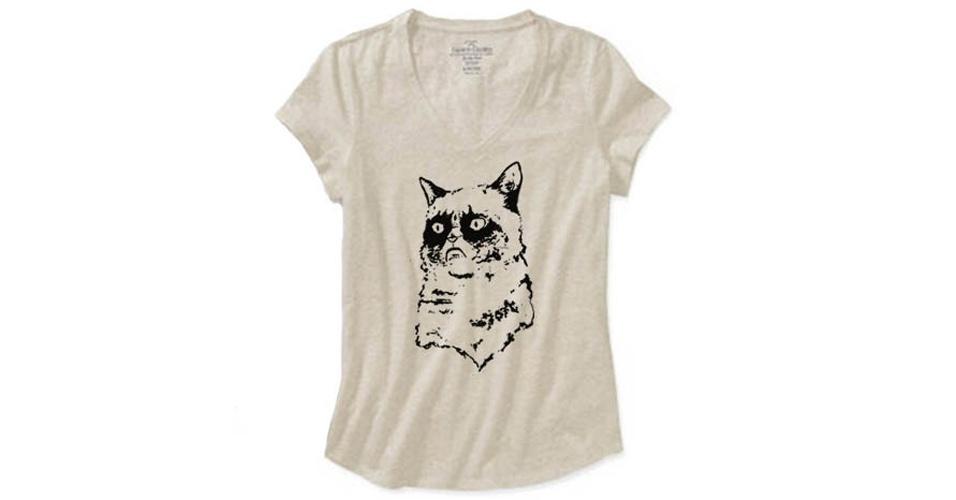 O meme Grumpy Cat, gata que tem essa carinha de mal-humorada, está nessa estampa simples de um modelo vendido pela CaffeinatedEtcetera, na loja online Etsy. Custa US$ 15,95 (cerca de R$ 32)