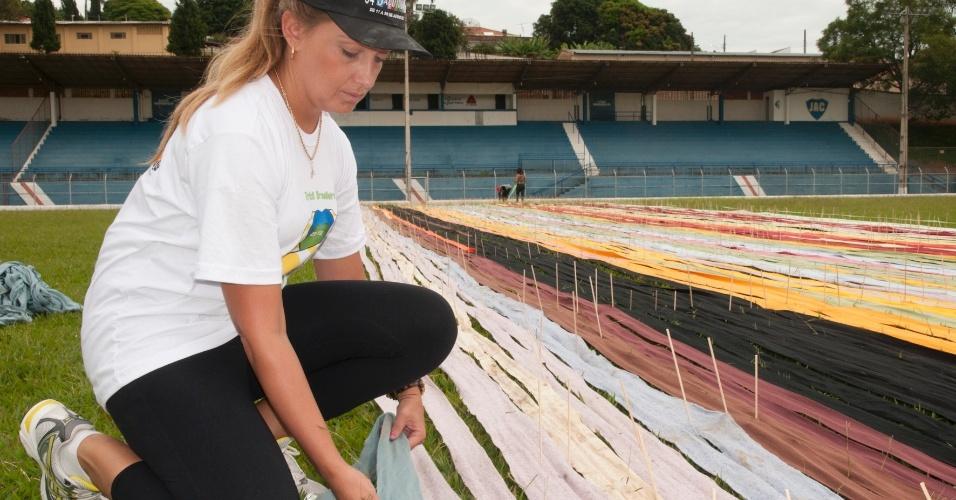 Os moradores de Jacutinga, no sul de Minas Gerais, poderão presenciar a quebra de um recorde neste sábado (6): o maior cachecol do mundo, com 60 quilômetros de comprimento. O recorde atual é de 54,5 km