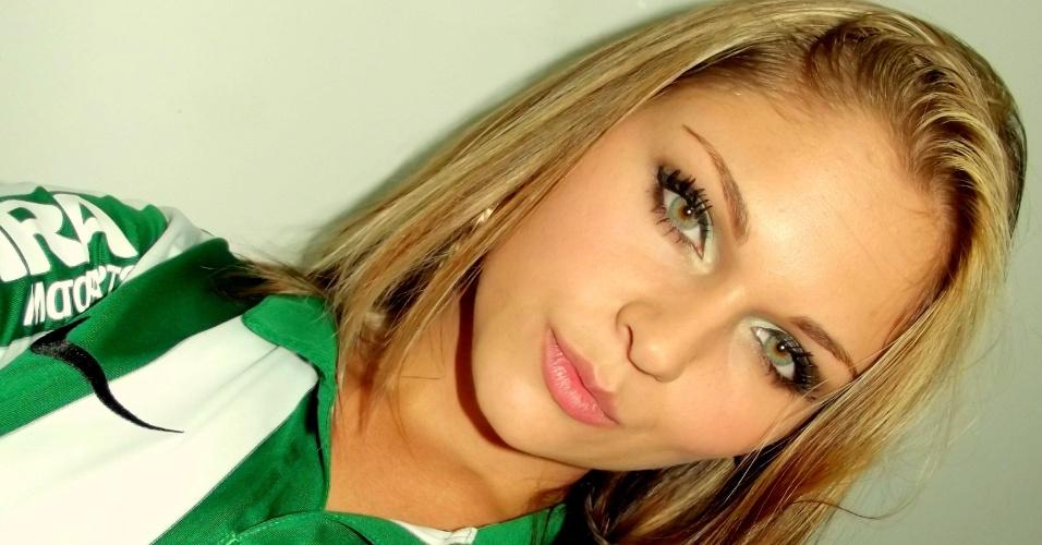 Pamella Pyeerini quer representar o Coritiba no Belas da Torcida 2013