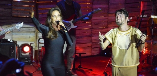 5.abr.2013 - Ivete Sangalo grava participao no DVD de Saulo Fernandes em Salvador, Bahia. Este  o primeiro trabalho solo de Saulo, que deixou a Banda Eva no ltimo Carnaval