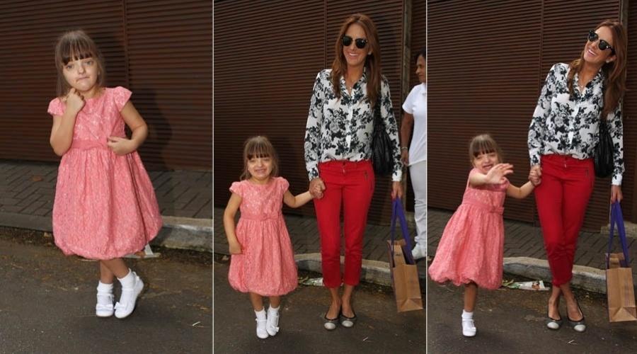 6.abr.2013 - Ticiane Pinheiro leva Rafaella à festa de aniversário da filha de Ronaldo em SP