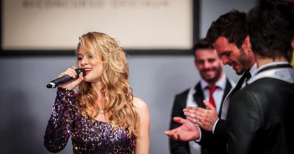 A miss Karine Barros fez uma apresentação durante o concurso e cantou a música tema dos filmes da saga
