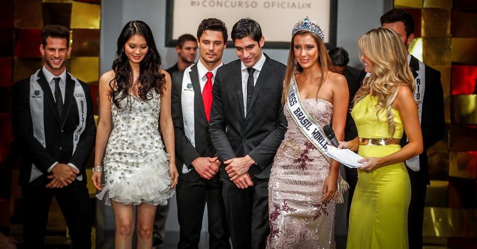 A Miss Mundo 2012, a chinesa Wenxia Yu, o Mister Mundo 2012, o colombiano Francisco Escobar, e a Miss Brasil World 2012, Mariana Notarangelo, também foram ao palco para o anúncio do vencedor da noite
