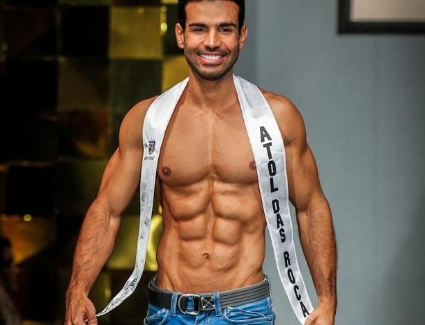 Candidatos a Mister Brasil 2013 desfilam durante a final do concurso, disputado no Portobello Safari e Resort, em Mangaratiba, no Rio de Janeiro