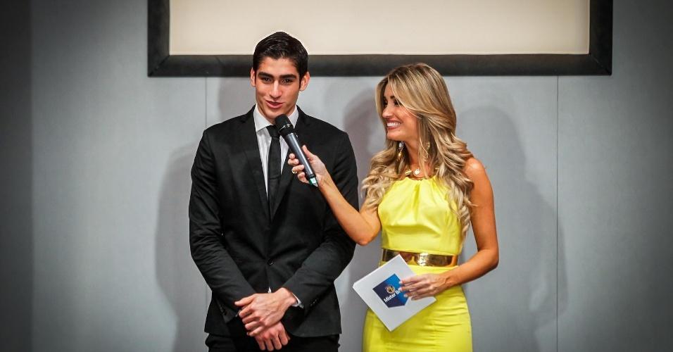 O Mister Mundo 2012, o colombiano Francisco Escobar, deu o ar da graça na passarela e falou um pouco sobre o concurso internacional