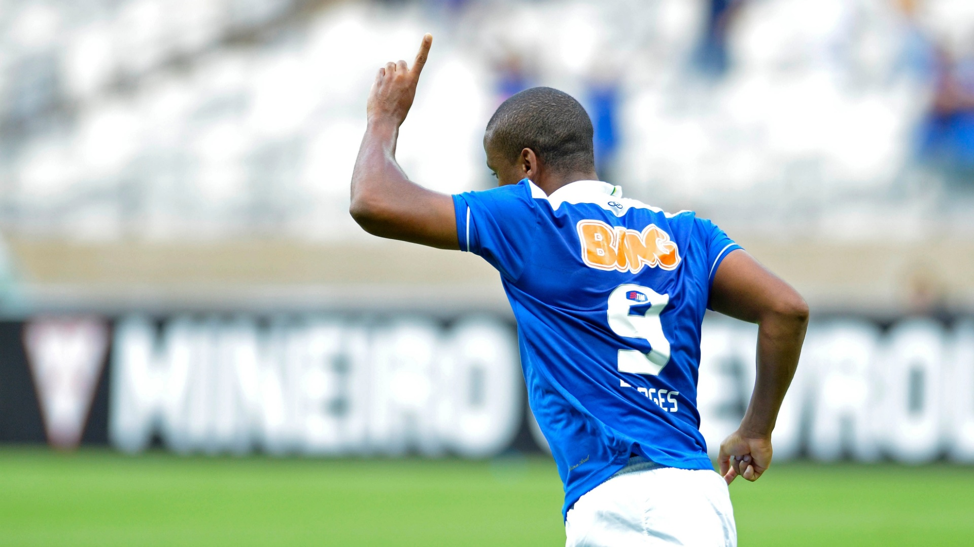 07/04/2013 - Borges comemora um dos dois gols marcados na goleada do Cruzeiro sobre o Amrica-MG