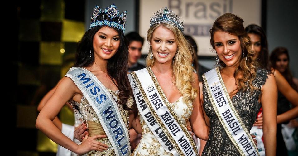 6.abr.2013 - A Nova Miss Brasil World posa ao lado da Miss Mundo 2012, a chinesa Wenxia Yu (esq.), e da Miss Brasil World 2012, Mariana Notarangelo (dir.)