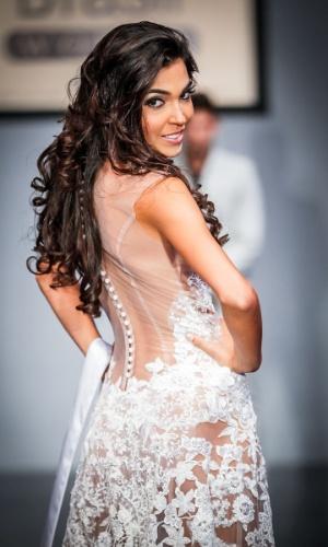 6.abr.2013 - As candidadatas também desfilaram em traje de gala. Na foto, a Miss Alagoas, que está no TOP 16