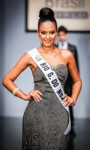6.abr.2013 - As candidadatas também desfilaram em traje de gala. Na foto, a Miss Rio Grande do Norte, que está no TOP 16