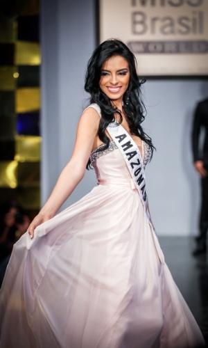6.abr.2013 - As candidadatas também desfilaram em traje de gala. Na foto, a Miss Amazonas, que está no TOP 16