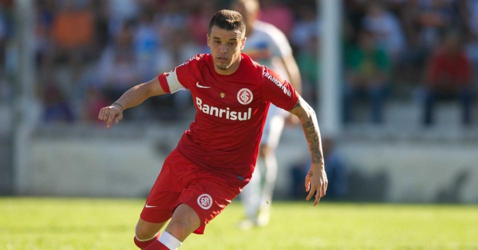 Meia D'Alessandro em ação pelo Inter contra o Veranópolis, na Taça Farroupilha (07/04/13)