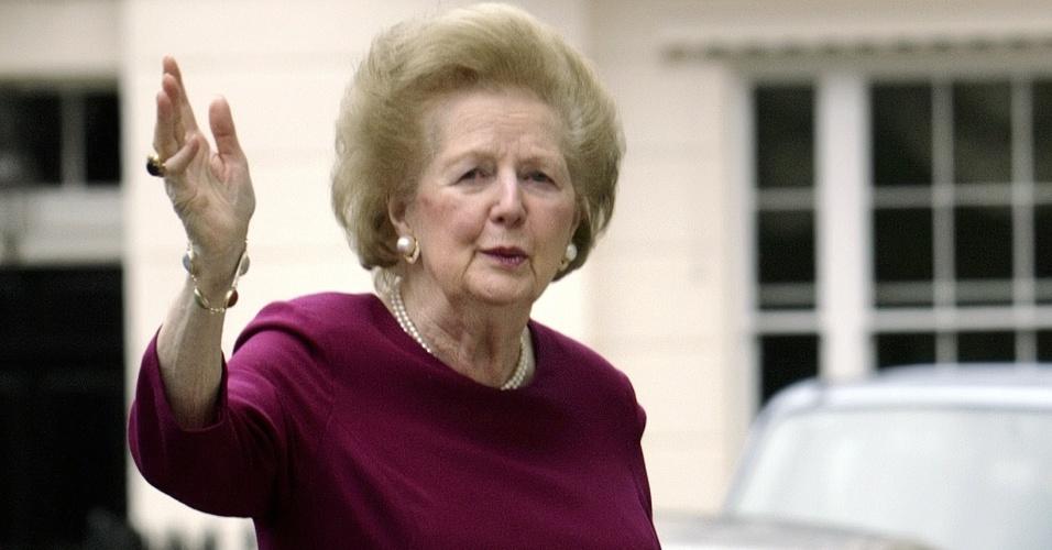 7.mar.2008 - Margaret Thatcher chega a sua casa após passar a noite no hospital St Thomas, no centro de Londres, depois de passar mal