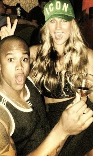 8.abr.2013 - Léo Santana e a namorada americana, Chelsea Rae