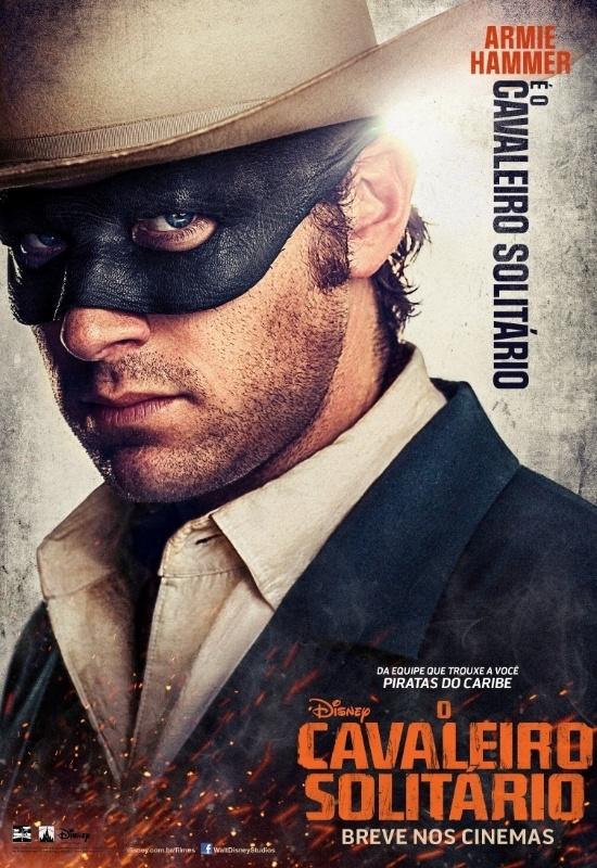 """Pôster nacional do filme """"O Cavaleiro Solitário"""" mostra Armie Hammer como o personagem-título, John Reid. Idealista, Hammer se posicionará contra a violência na fronteira com o Texas."""