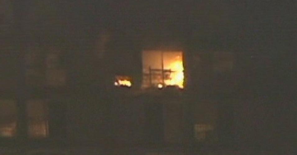 8.abr.2013 - Um incêndio atingiu um hotel no centro de São Bernardo do Campo (SP), na noite desta segunda-feira (8). Viaturas do Corpo de Bombeiros estão no local. Segundo os Bombeiros, não há vítimas