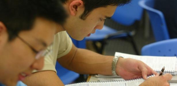 Caneta e papel são mais eficientes que computador para memorizar conteúdo